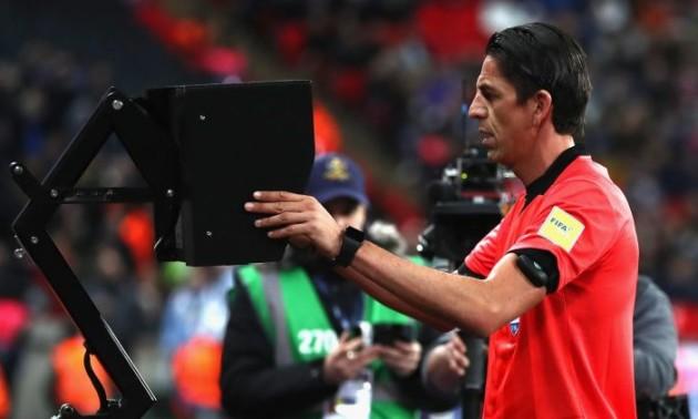 АПЛ заборонить футболістам просити у арбітра звертатися до VAR
