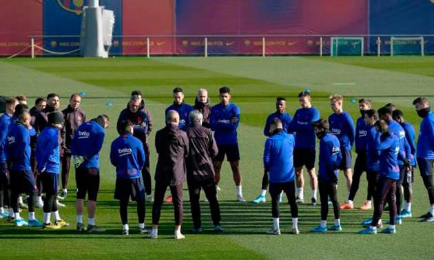 У п'ятьох гравців Барселони виявили коронавірус