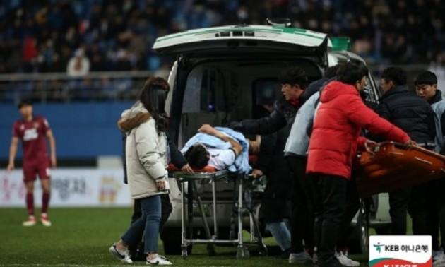 Корейський захисник невдало стрибнув за м'ячем і зламав шию. ВІДЕО