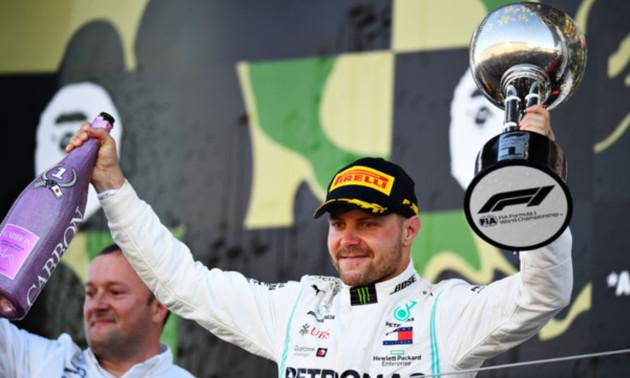 Боттас виграв Гран-прі Австрії. До фінішу доїхали лише 11 болідів