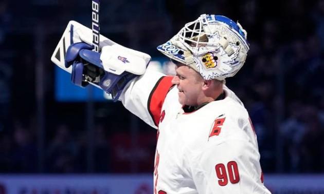 У НХЛ водій льодового комбайна зіграв за Кароліну у регулярному чемпіонаті