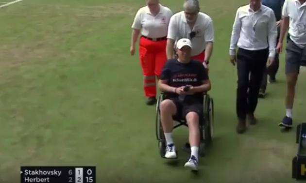 У матчі Стаховський - Ербер болбой покинув корт в інвалідному візку