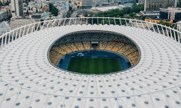 Шахтар і Динамо замінили газон на Олімпійському
