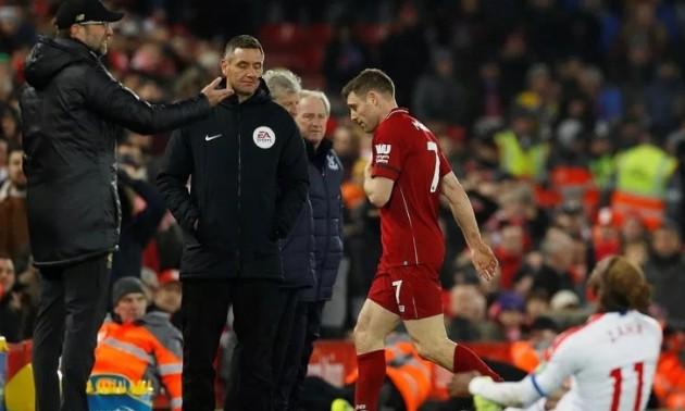Гравцю Ліверпуля в грі АПЛ червону картку показав його дитячий тренер. ФОТО