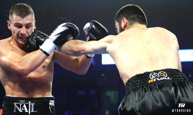 Росіянин Бетербієв нокаутував Гвоздика та об'єднав титули WBC і IBF