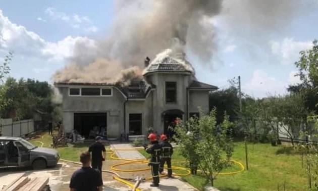 На будинок української спортсменки упав літак