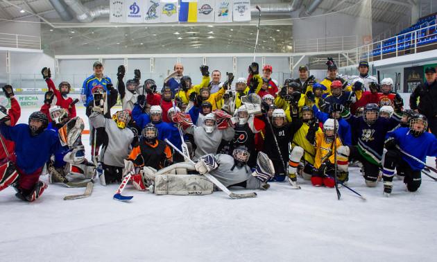 Українські хокеїсти провели майстер-клас для дітей у Кременчуці