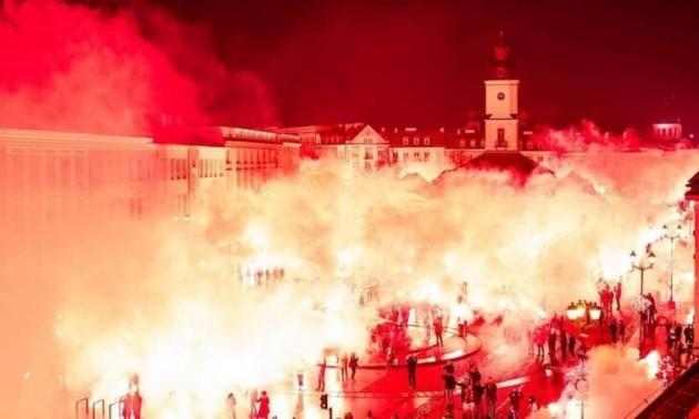 Фанати польської Ягеллонії мільйонами факелів відзначили 100-річчя клубу