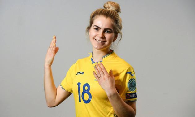 Гравець збірної України зробила пікантне фото зі сноубордом у Буковелі