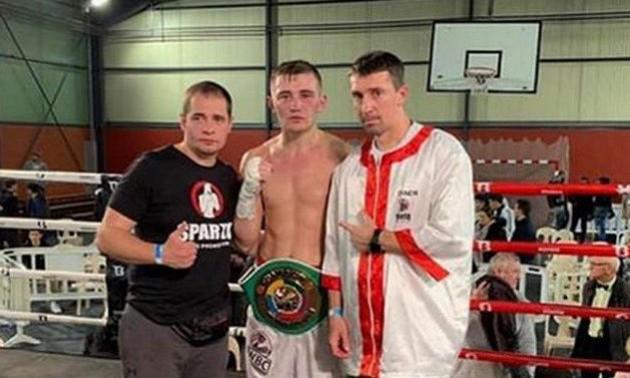 Глядачі закидали українського боксера стільцями після поєдинку