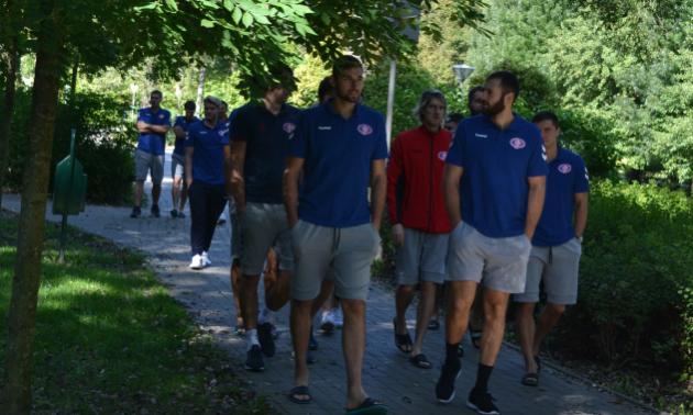Гравці Мотора прогулялися Веспремом перед грою Ліги чемпіонів