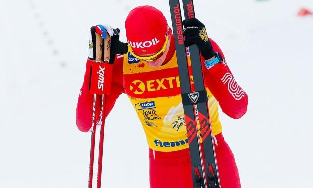 Дикість дня. Російський лижник ударив і збив з ніг суперника на Кубку світу