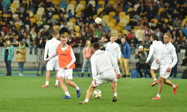 Дві тисячі уболівальників відвідали відкрите тренування збірної України на Олімпійському