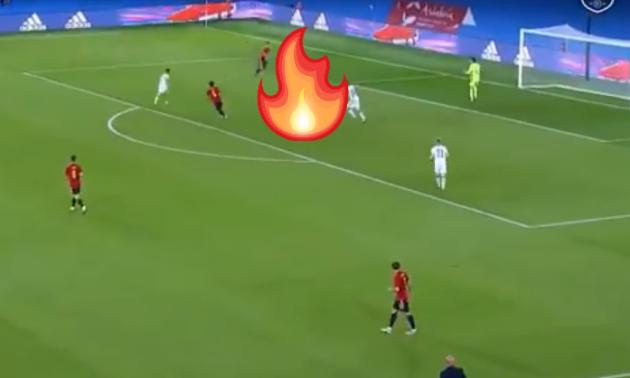 Збірна Іспанії забила вражаючий гол, не давши суперникам торкнутися м'яча