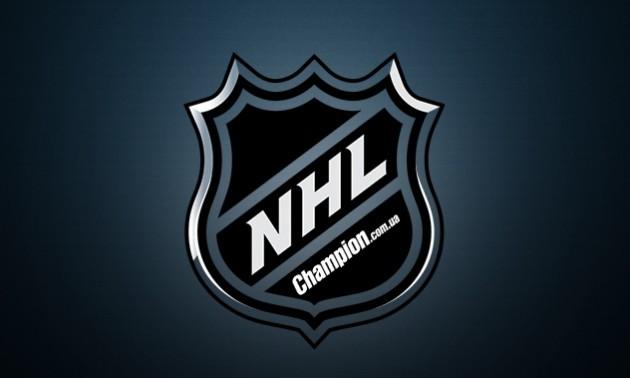 Гравець Бостона закинув шайбу грудьми в матчі НХЛ. ВІДЕО