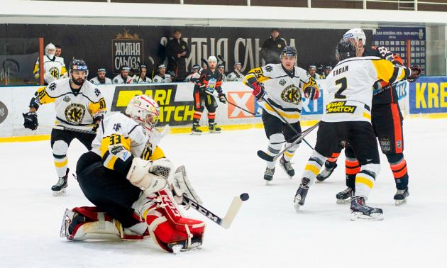 Хокеїсти Кременчука і Краматорська влаштували потужну бійку в матчі УХЛ