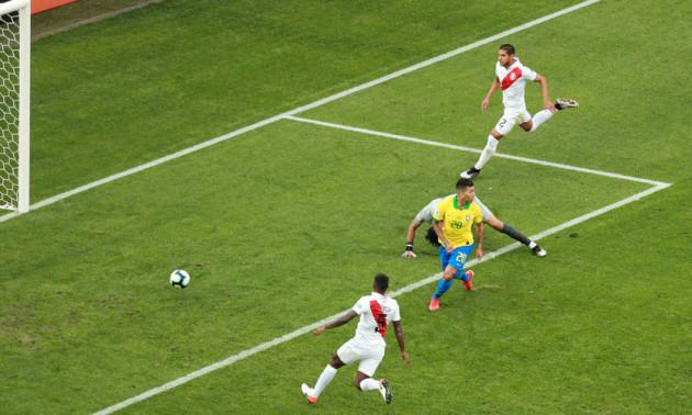 Фейл дня. Голкіпер збірної Перу зробив подарунок Бразилії