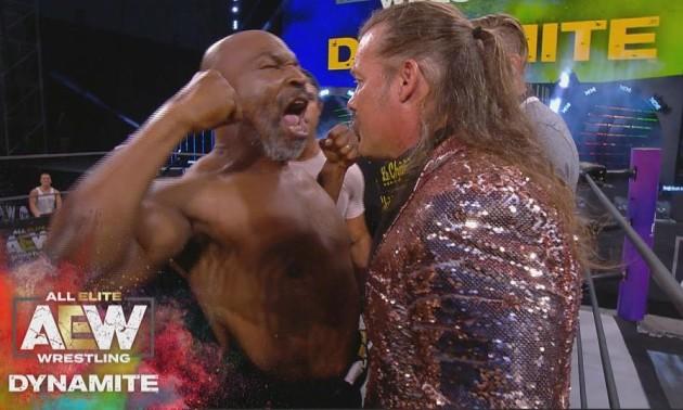 Тайсон розірвав на собі футболку і влаштував масову бійку на рестлінг-шоу