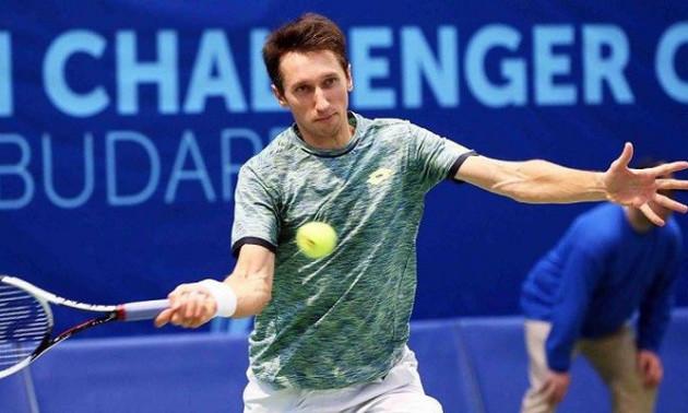 Стаховський переміг у першому колі турніру у Франції