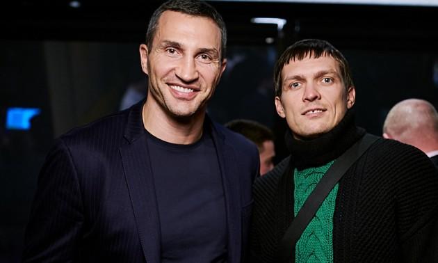 Усик та Шевченко погуляли на відкритті бару Кличка. ФОТО