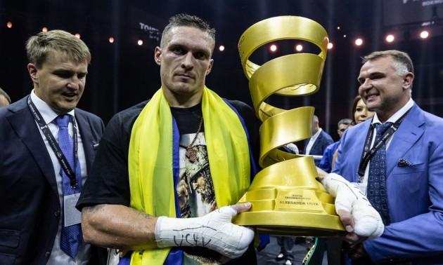 Усик отримав Кубок Мохаммеда Алі з рук дружини легендарного боксера. ФОТО. ВІДЕО