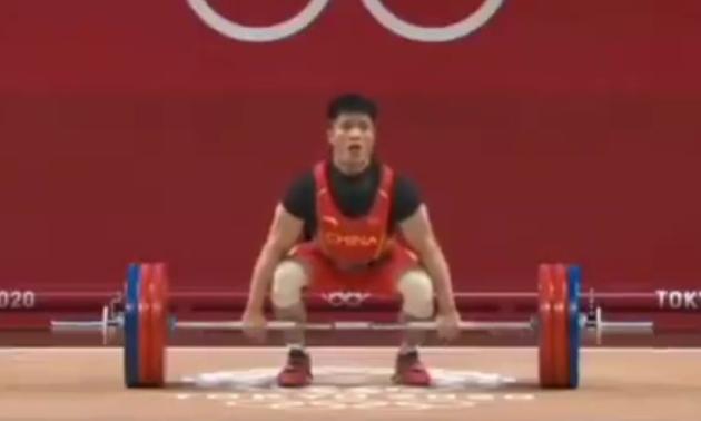 Китайський важкоатлет виграв Олімпіаду на одній нозі