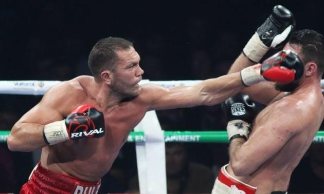 Відомий боксер поцілував журналістку після бою. Тепер від нього чекають пояснень