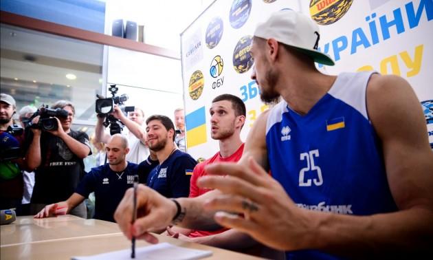 Лень та Михайлюк поспілкувалися з вболівальниками