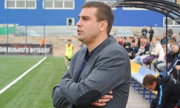 Тренер судитиметься з клубом Прем'єр-ліги
