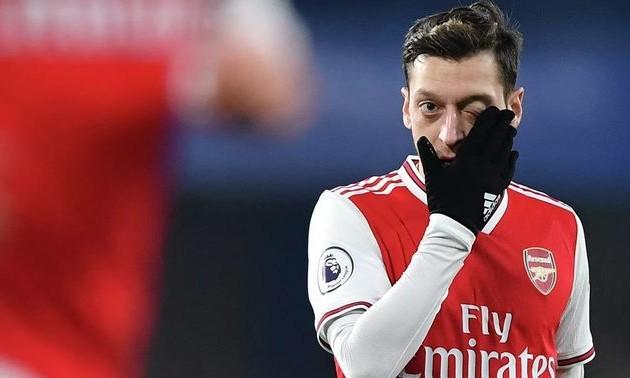 Езіл відреагував на не потрапляння в заявку Арсенала