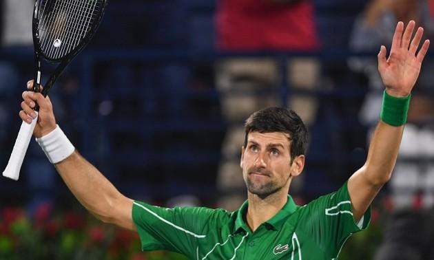Джокович на карантині грає в теніс сковорідкою