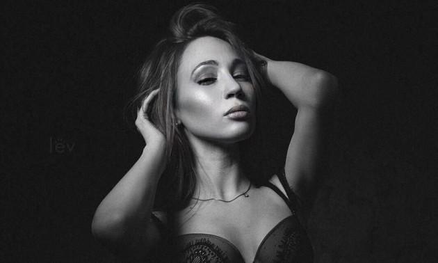 Дівчина дня: еротична фотосесія журналістки Чемпіона
