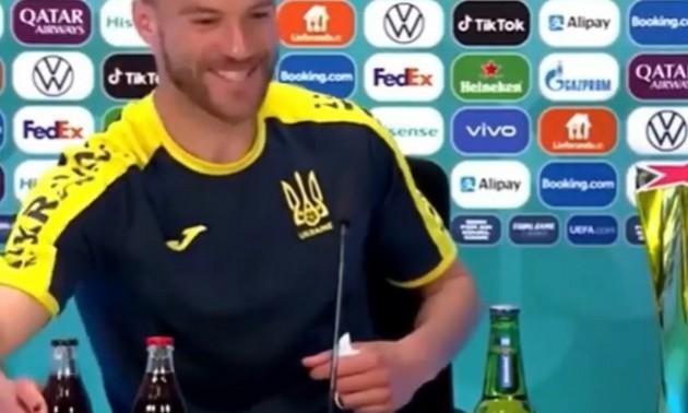Відео дня. Ярмоленко пожартував і знову підняв акції Coca-Cola