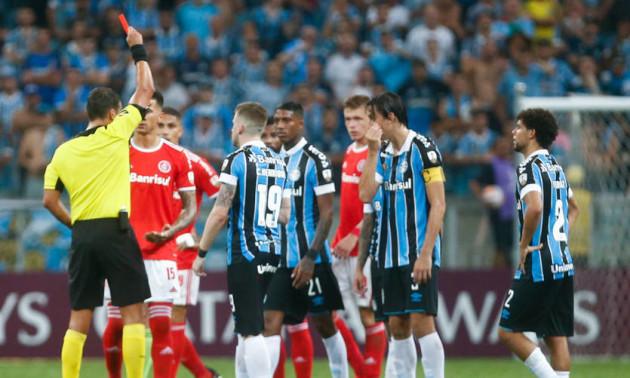 У матчі Кубка Лібертадорес сталася масова бійка, арбітр показав 8 червоних карток