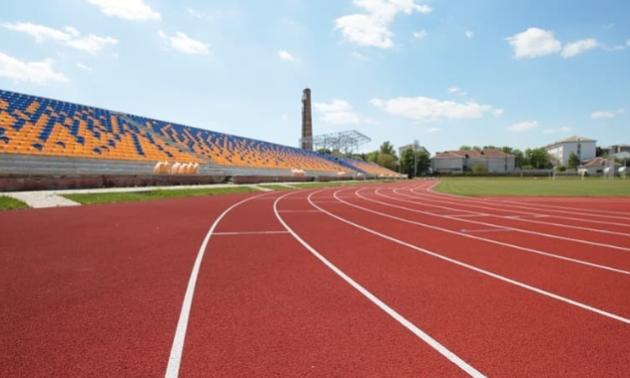 В Івано-Франківську відновили занедбаний стадіон