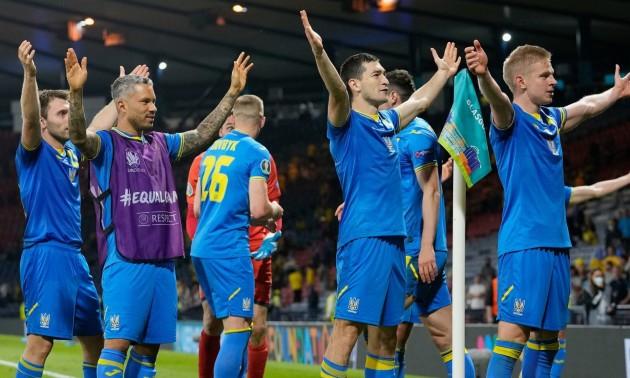 Сила в єднанні! Футболісти збірної України подякували вболівальникам традиційним ритуалом