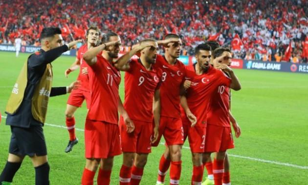 Збірну Туреччини можуть покарати за військове святкування
