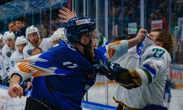 Український хокеїст до крові побив росіянина під час матчу