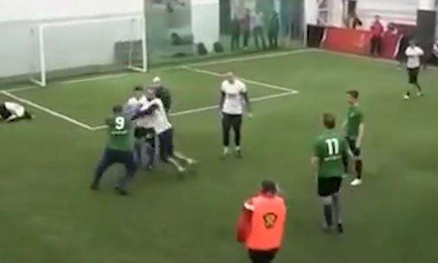 У Росії футбольний матч закінчився масовою бійкою