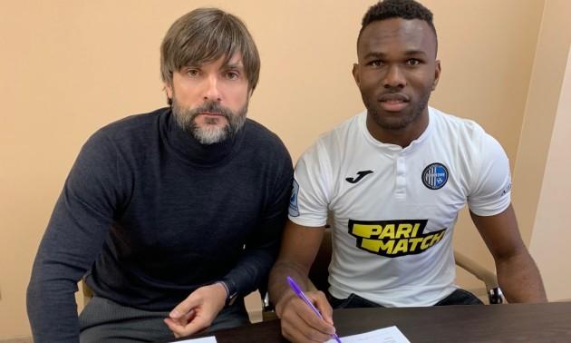 Олімпік підписав молодого нігерійця