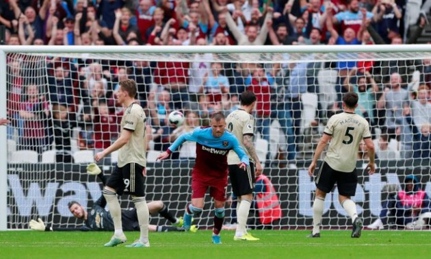 Ярмоленко запалює не тільки в нападі. У матчі проти Манчестер Юнайтед українець врятував ворота Вест Гема