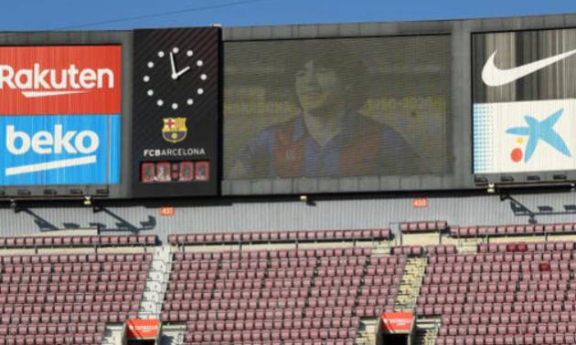 Барселона красиво попрощалася з Марадоною. ВІДЕО