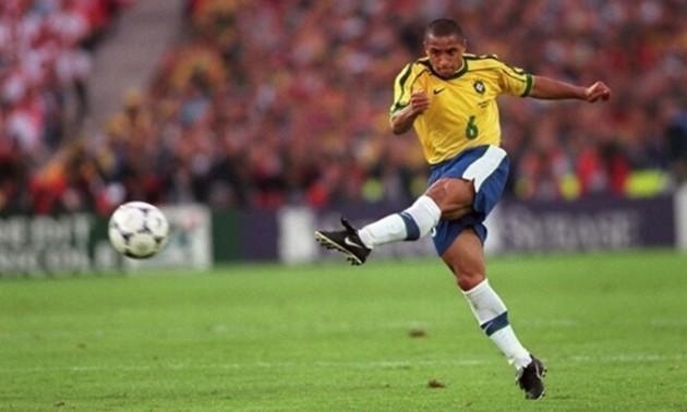 24 роки тому Роберто Карлос забив найвідоміший гол у своїй кар'єрі