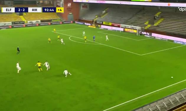 У Швеції футболісти викинули на поле другий м'яч, щоб зірвати атаку суперника