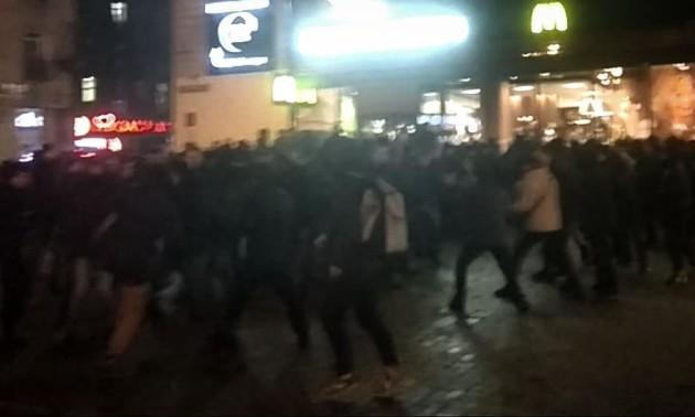 Бійка між фанатами Динамо та Айнтрахта під іншим кутом. ВІДЕО