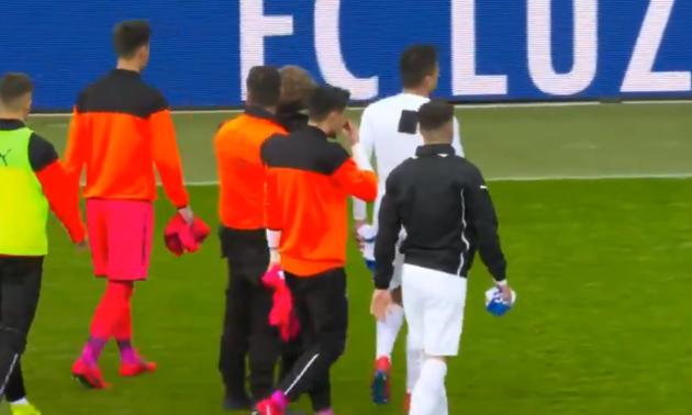 Уболівальники зірвали матч чемпіонату Швейцарії й відібрали форму у гравців