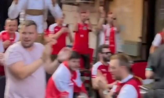 Австрійські фанати натхненно заспівали славнозвісний хіт про Путіна