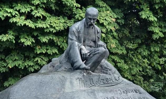 Російські фанати сплюндрували пам'ятник Тарасу Шевченку