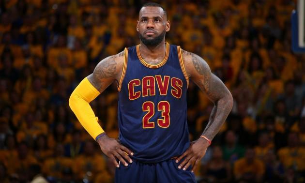 Кидок Леброна - найкращий момент року в НБА. ВІДЕО