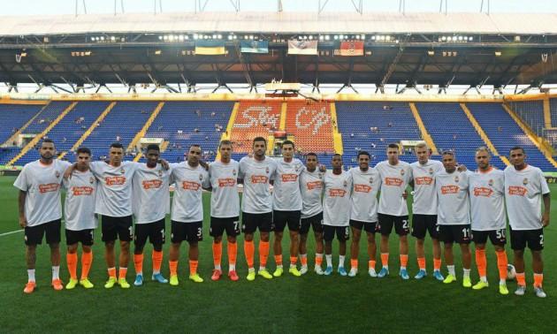 Гравці Шахтаря вийшли на матч з Маріуполем у футболках на підтримку Піхальонка